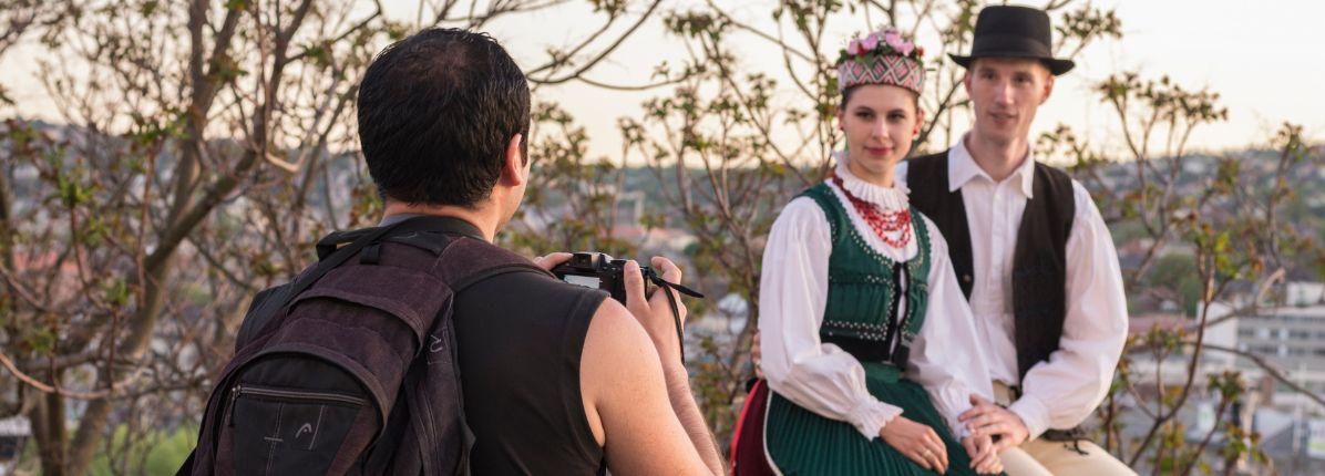 Magyar néptánc fellépések turista programokon Horányi Csaba és Horányi-Pirók Panka előadásában – Intenzív Néptánc